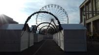 Les chalets blancs du Marché de Noël du Havre